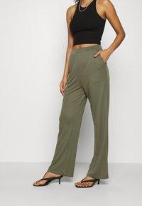 Moss Copenhagen - SAMINE PANTS - Trousers - kalamata - 0