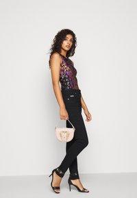 Versace Jeans Couture - Vaqueros pitillo - black - 4