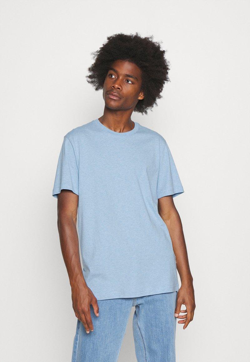 Selected Homme - SLHNORMAN O NECK TEE - Basic T-shirt - ballad blue melange