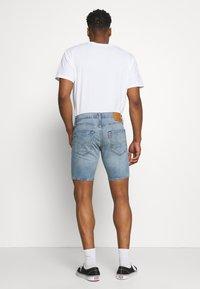 Levi's® - 412™ SLIM - Denim shorts - light-blue denim - 2