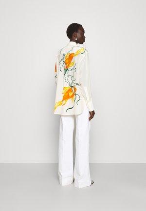 OVERSIZED  - Button-down blouse - orange/cream