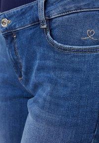 s.Oliver - SHAPE - Slim fit jeans - blue/stone wash - 3