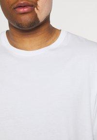 Johnny Bigg - ESSENTIAL CREW NECK TEE - Basic T-shirt - white - 4