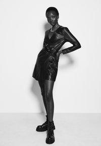 2nd Day - ELECTRA - Pouzdrové šaty - black - 3