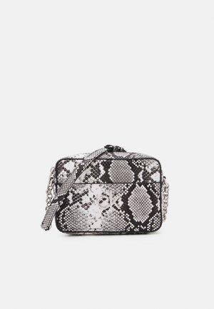 CAMERA BAG - Across body bag - black/white