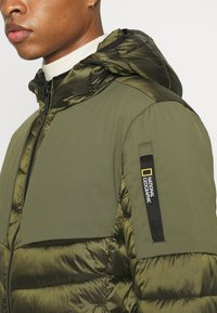 National Geographic - HOODED JACKET WITH FILLER - Jas - moss - 4