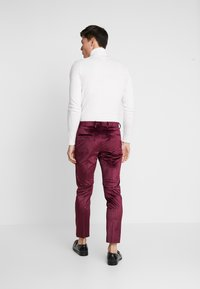 Burton Menswear London - VELVET PARTY - Kalhoty - burgundy - 2