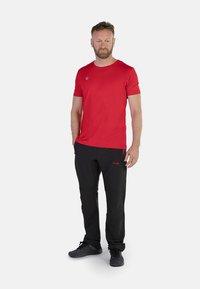 IZAS - CLOISTER - Pantalons outdoor - black/red - 1