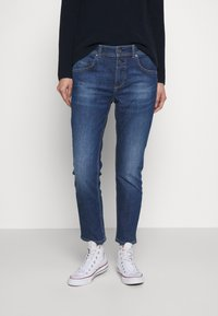 Marc O'Polo - DENIM TROUSER MID WAIST BOYFRIEND FIT CROPPED LENGTH - Jeans slim fit - vintage dark wash - 0