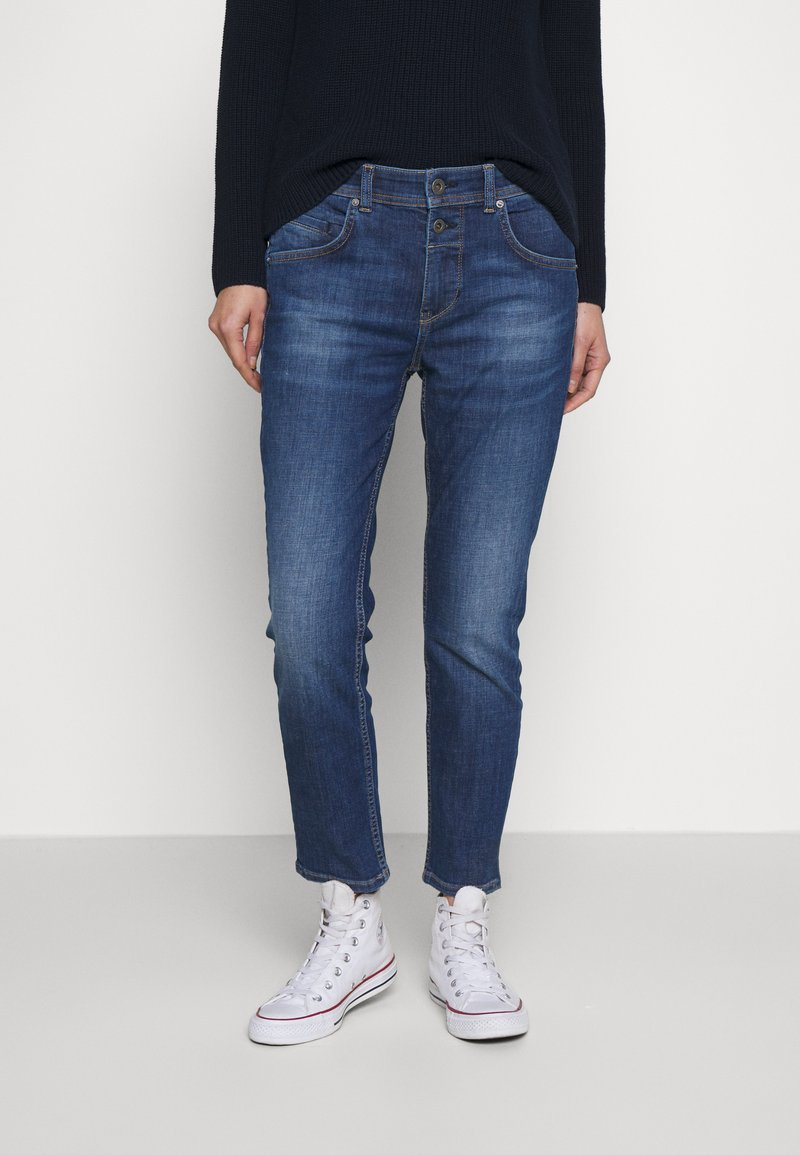 Marc O'Polo - DENIM TROUSER MID WAIST BOYFRIEND FIT CROPPED LENGTH - Jeans slim fit - vintage dark wash