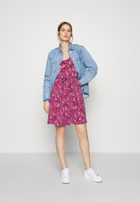 Dorothy Perkins - SPOT RUFFLE FIT AND FLARE - Jerseykjole - pink - 1