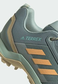 adidas Performance - TERREX AX3 WANDERSCHUH - Fjellsko - green - 8