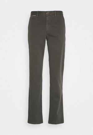 DENTON FLEX  - Chino kalhoty - grey