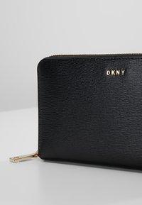 DKNY - Wallet - black/gold - 2
