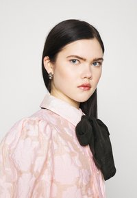 Sister Jane - APERITIF FLORAL PUFF SLEEVE BLOUSE - Button-down blouse - pink - 3