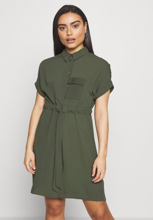TIE WAIST SHIRT DRESS - Kjole - green