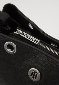 Tommy Hilfiger - CORE SATCHEL - Handbag - black - 3
