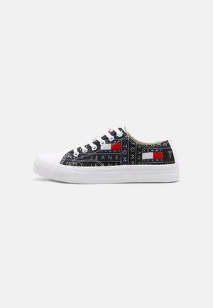 PRINT - Sneakersy niskie - red/white/blue