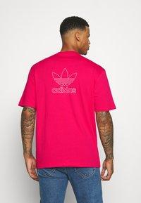 adidas Originals - TREFOIL TEE - Camiseta estampada - powpnk/white - 2