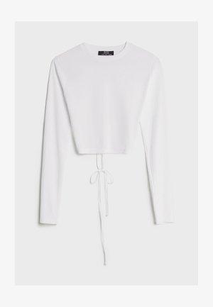 MIT SCHLEIFE AM RÜCKEN - Bluzka z długim rękawem - white