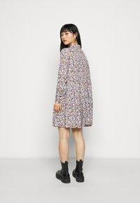 Pieces Petite - PCINIS DRESS - Shirt dress - black/blue - 0