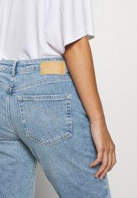 Pieces Petite - PCANE KICK - Flared jeans - light blue denim - 5