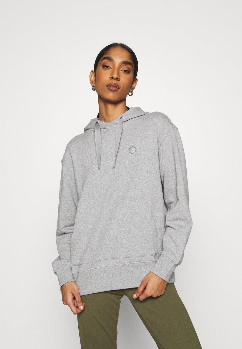 KnowledgeCotton Apparel - DAPHNE BASIC BADGE HOODIE  - Sweatshirt - grey melange