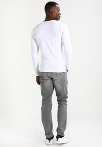 Cars Jeans - PRINCE - Straight leg jeans - grey used - 2