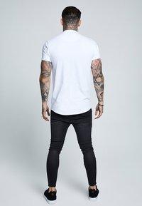 SIKSILK - GRANDAD COLLAR - Basic T-shirt - white - 2