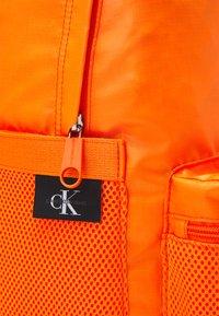 Calvin Klein Jeans - CAMPUS - Sac à dos - vivid orange - 3