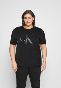 Calvin Klein Jeans Plus - Triko spotiskem - black/logo - 0