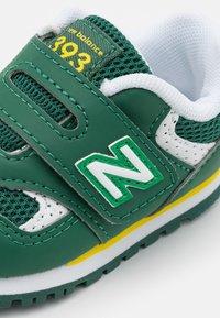 New Balance - IV393BGR - Trainers - green - 5