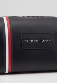 Tommy Hilfiger - METROPOLITAN WASHBAG - Wash bag - black - 2