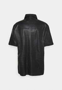 Trussardi - SHORT SLEEVE ORION SHINY - Košile - black - 1