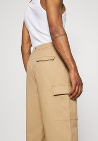 Vintage Supply - BAGGY CARPENTER TROUSERS - Trousers - sand - 3