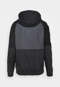 Nike Sportswear - Wiatrówka - black/anthracite/dark grey - 1