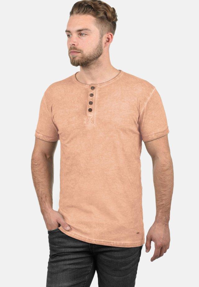 RUNDHALSSHIRT TIHN - Basic T-shirt - mahog rose