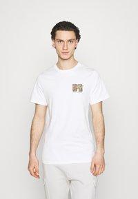 Cotton On - COLLAB MUSIC - Print T-shirt - vintage white - 2