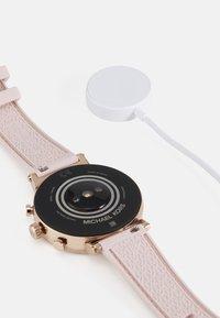 Michael Kors Access - GEN 4 SOFIE - Smartwatch - rose - 2