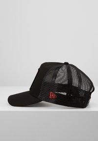 New Era - LOONEY TUNES TRUCKER - Cap - black/red - 3