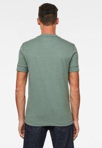 G-Star - FELT APPLIQUE LOGO SLIM R T S\S JUNGLE MEN - T-shirt print - jungle - 1