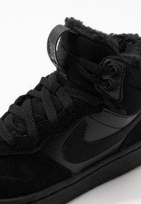 Nike Sportswear - COURT BOROUGH MID BOOT WINTERIZED - Skateschuh - black/white - 2