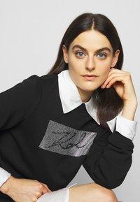 KARL LAGERFELD - RHINESTONE SIGNATURE - Sweatshirt - black - 4
