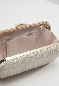 Forever New - ELLE GEO BOX  - Clutch - gold shimmer - 4