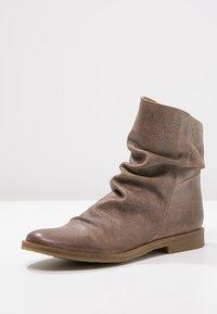 Felmini - CLASH - Classic ankle boots - camel - 2