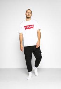 Levi's® Plus - BIG GRAPHIC TEE - Print T-shirt - big white - 1
