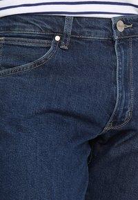 Wrangler - LARSTON - Slim fit jeans - darkstone - 3