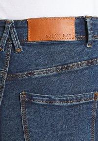 Noisy May - NMAGNES SKINNY SLIT - Jeans Skinny Fit - medium blue denim - 4