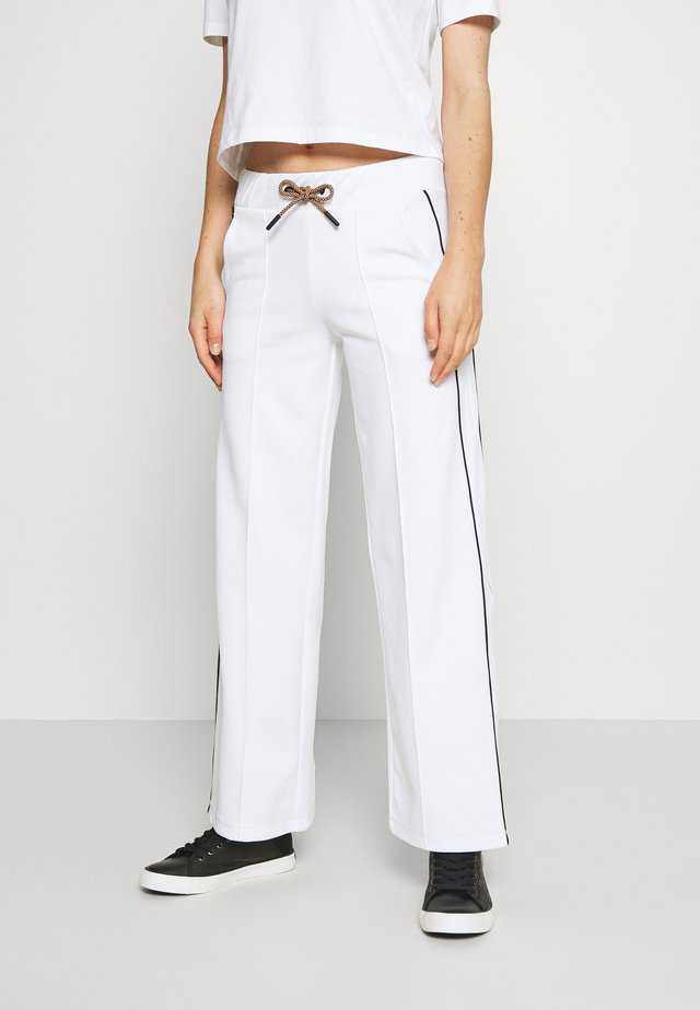 FLOW WIDE PANT - Trainingsbroek - white