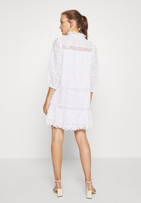 IVY & OAK - DRESS PUFFY SLEEVES MINI - Day dress - snow white - 2